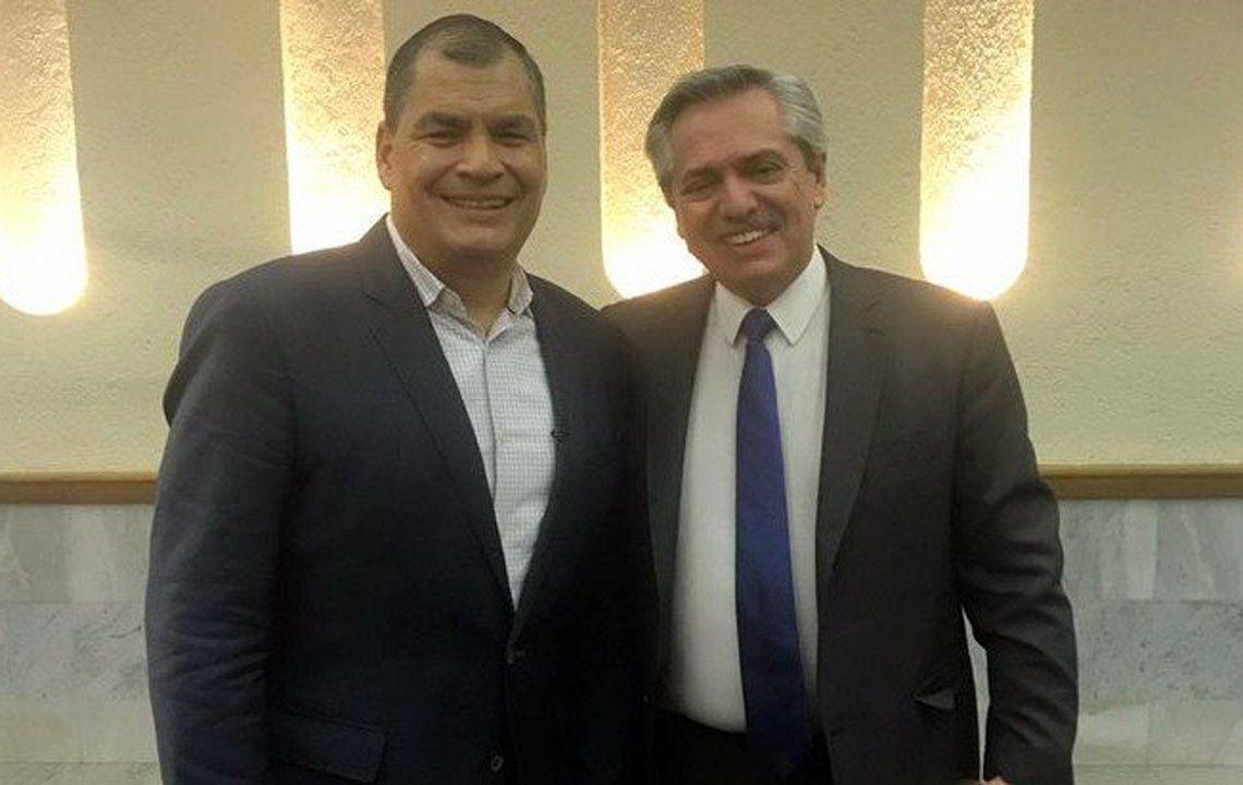 El ex presidente Rafael Correa viajó a México para entrevistar al presidente electo argentino.