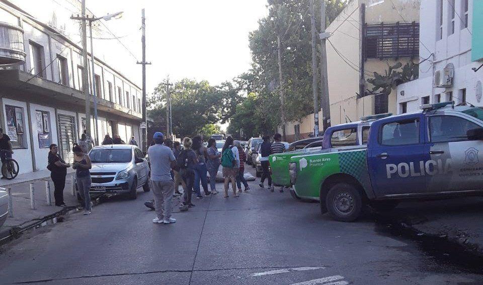 Quilmes: tensión por incidentes en la comisaría de San Francisco Solano - Popular