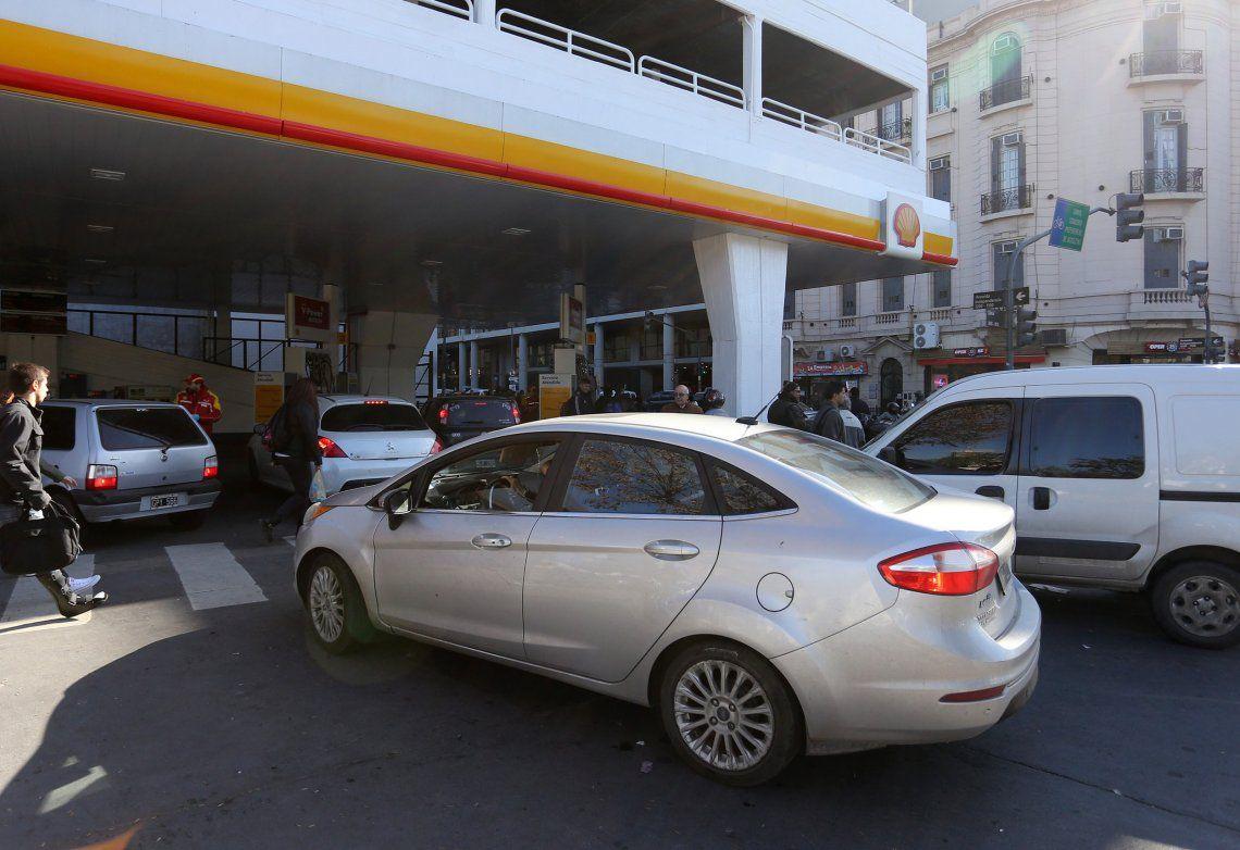 Antes de dejar el gobierno el Poder Ejecutivo autorizará otro incremento en los combustibles desde el 1º de diciembre.