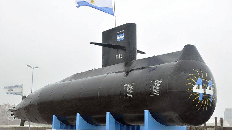 En octubre pasado se inauguró una replica del ARA San Juan, de 16 metros, en la escollera Norte al lado del INIDEP.