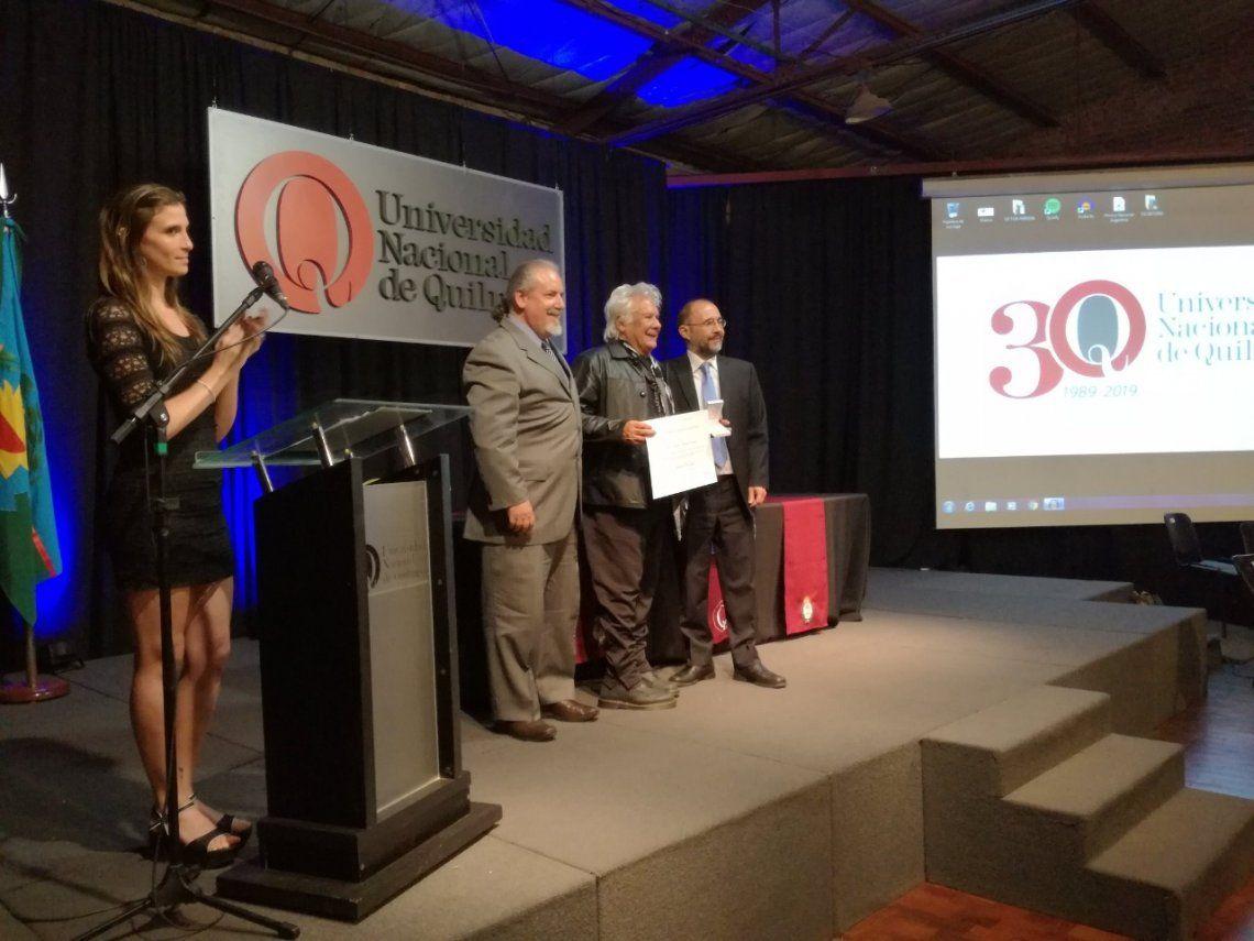 Quilmes: distinción a Víctor Heredia en la Universidad