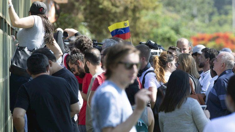 Partidarios de Guaidó ocuparon por la fuerza la embajada de Venezuela
