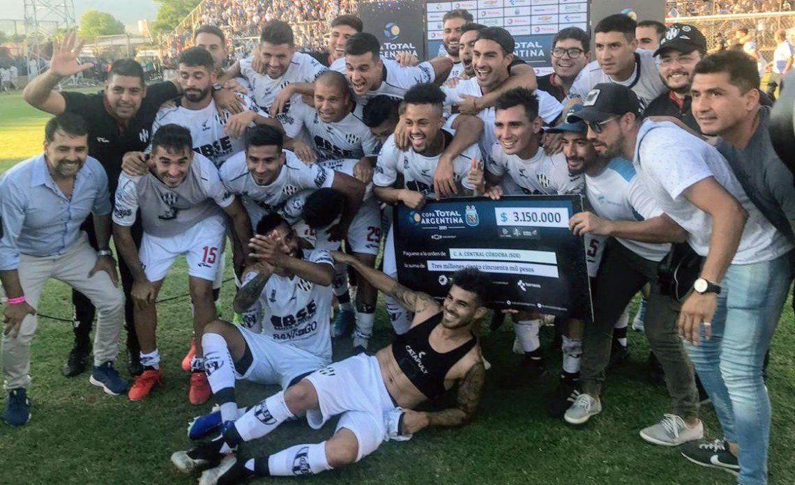 Copa Argentina: Central Córdoba de Santiago del Estero hizo historia al ganarle a Lanús y jugará la final con el vencedor de River-Estudiantes de Buenos Aires