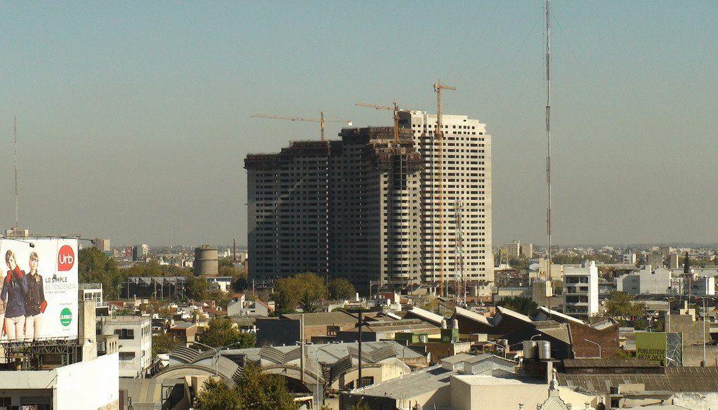 Panorámica del edificio que iba a ser el más importante de Avellaneda y de toda la región.