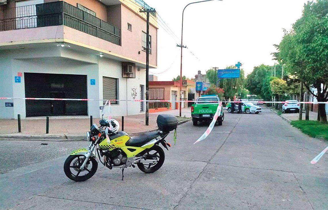 Miraglia fue arrojado gravemente herido en la esquina de las calles Derqui y Salta.