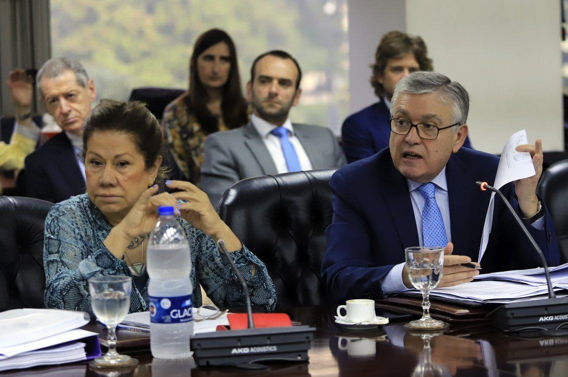 Graciela Camaño y el senador Mario Pais ayer