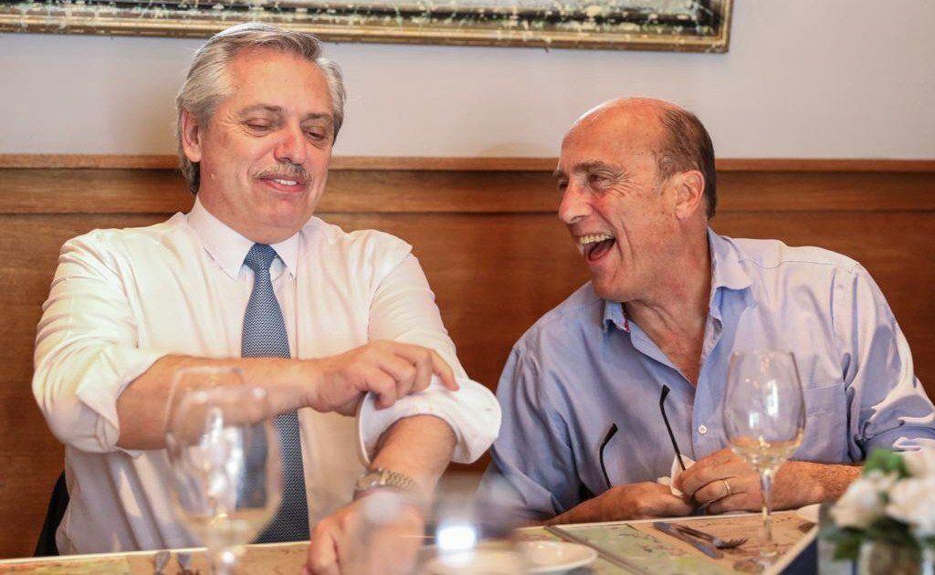 Alberto Fernández compartió un almuerzo con el candidato presidencial uruguayo del Frente Amplio.
