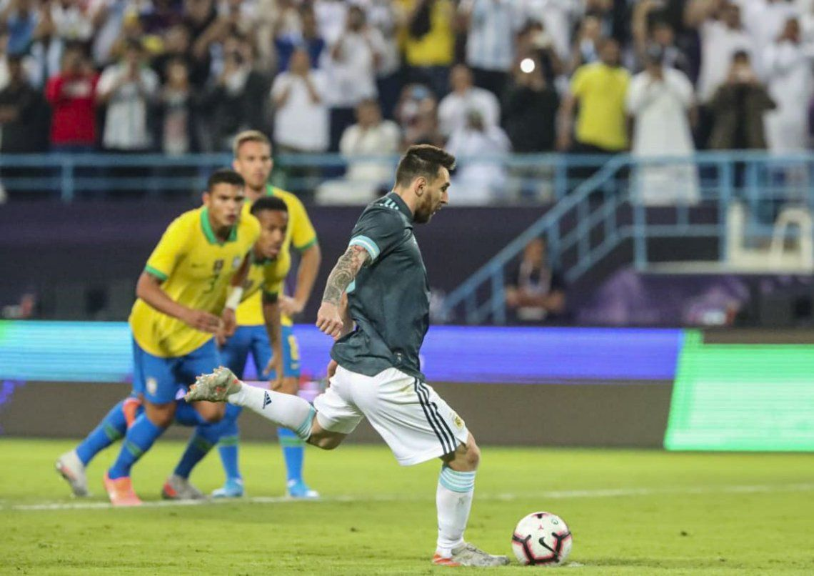 Con gol de Lionel Messi, Argentina le ganó a Brasil en Riad