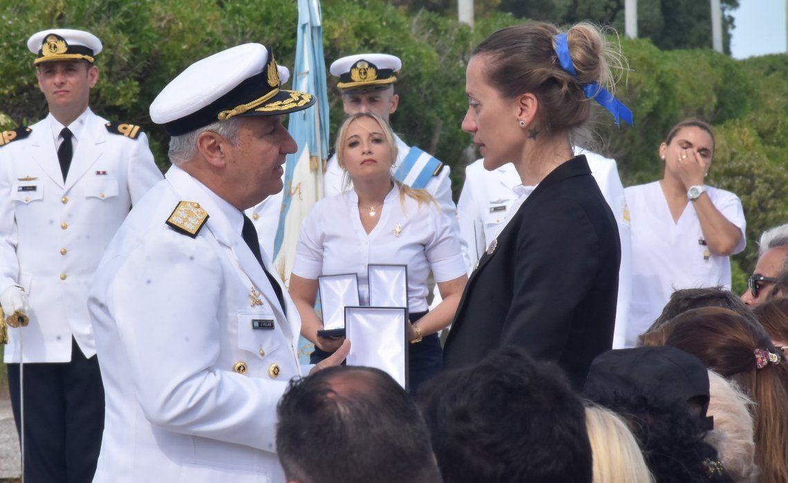 Familiares directos de los tripulantes recibieron