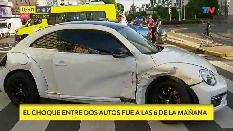 Obelisco: un futbolista condujo en contramano y provocó un accidente