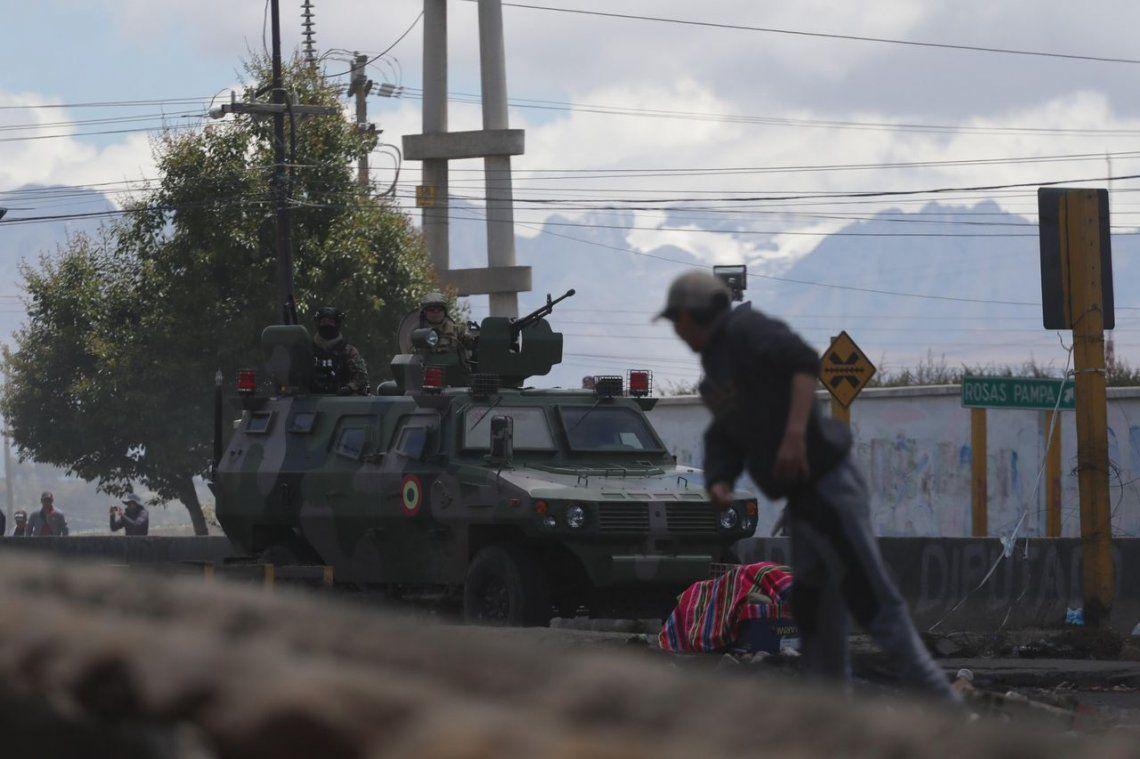 Golpe en Bolivia: Policías y militares reprimieron la toma de una planta de gas y matan a un manifestante