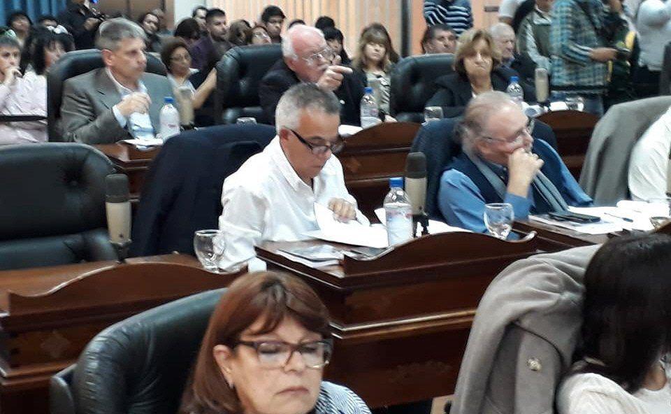 Los concejales dispondrán prorrogar el período de sesiones ordinarias hasta el 30 de diciembre.