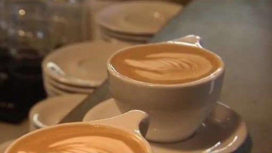 Pagó $900 por dos cafés y un par de tostados a Café Martínez, reclamó en Twitter por el precio y se transformó en tendencia en Argentina