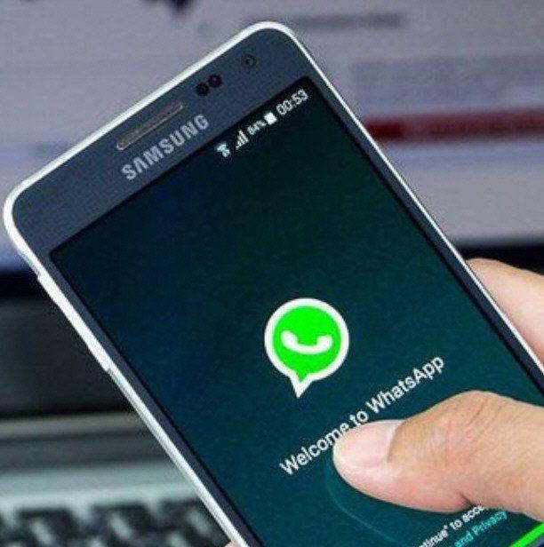 El ciberdelincuente utilizó la app de mensajería para engañar a la víctima.