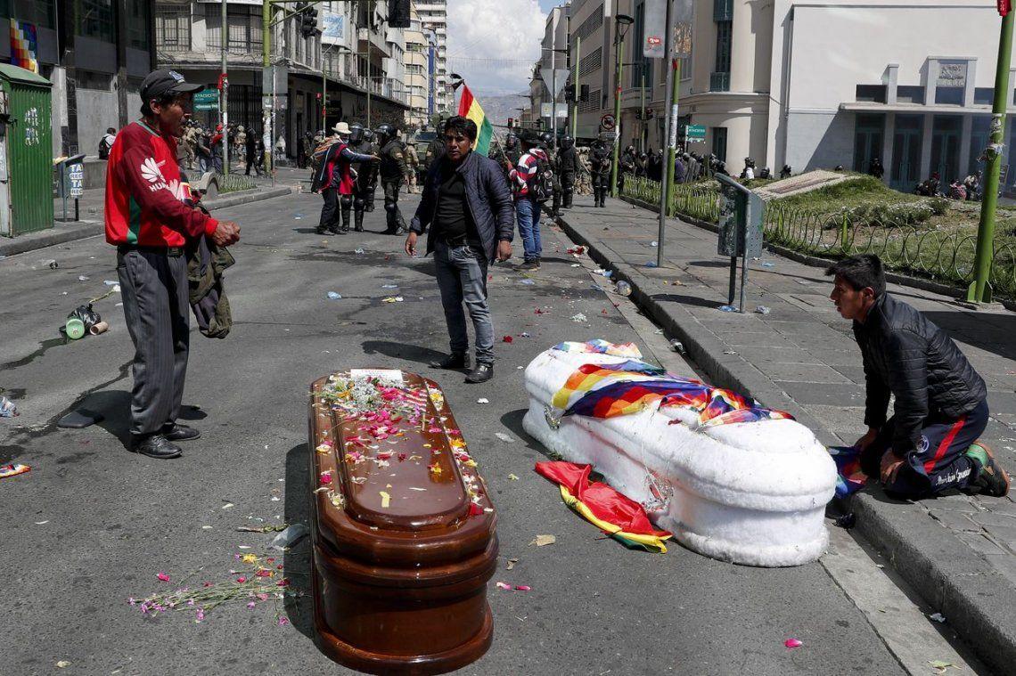 Bolivia: reprimen en La Paz una marcha con féretros de víctimas
