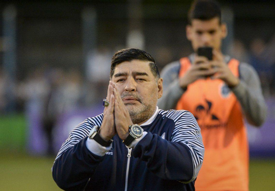 Diego Armando Maradona refuerza a su Gimnasia