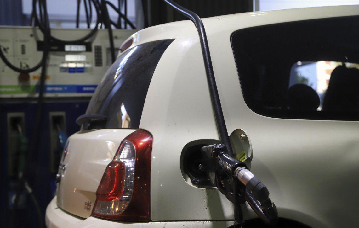Llenar el tanque se vuelve una tarea cada vez más complicada para los conductores de la Argentina.
