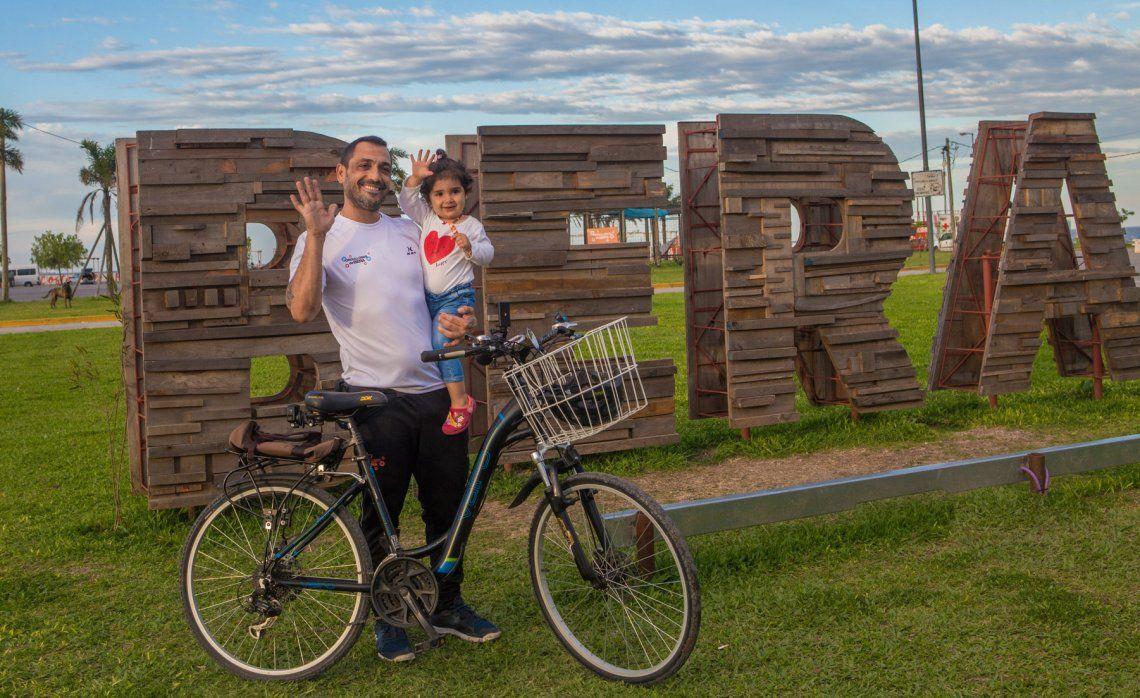 Mussi y su característica bicicleta