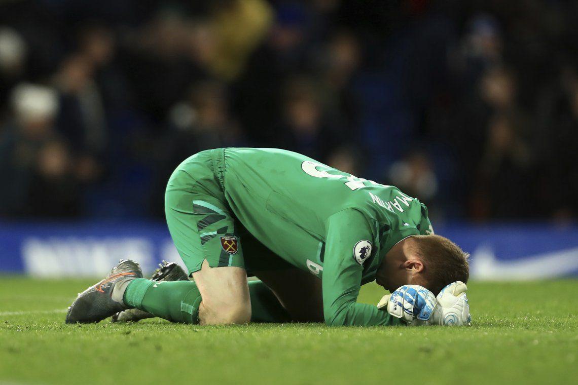 La emocionante historia de David Martin: debutó a los 33 en la Premier, le ganó el clásico al Chelsea y no pudo aguantar las lágrimas de emoción tras el partido