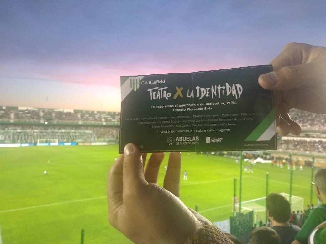 Banfield firma un acuerdo con Abuelas de Plaza de Mayo y lleva Teatro x la Identidad a su estadio