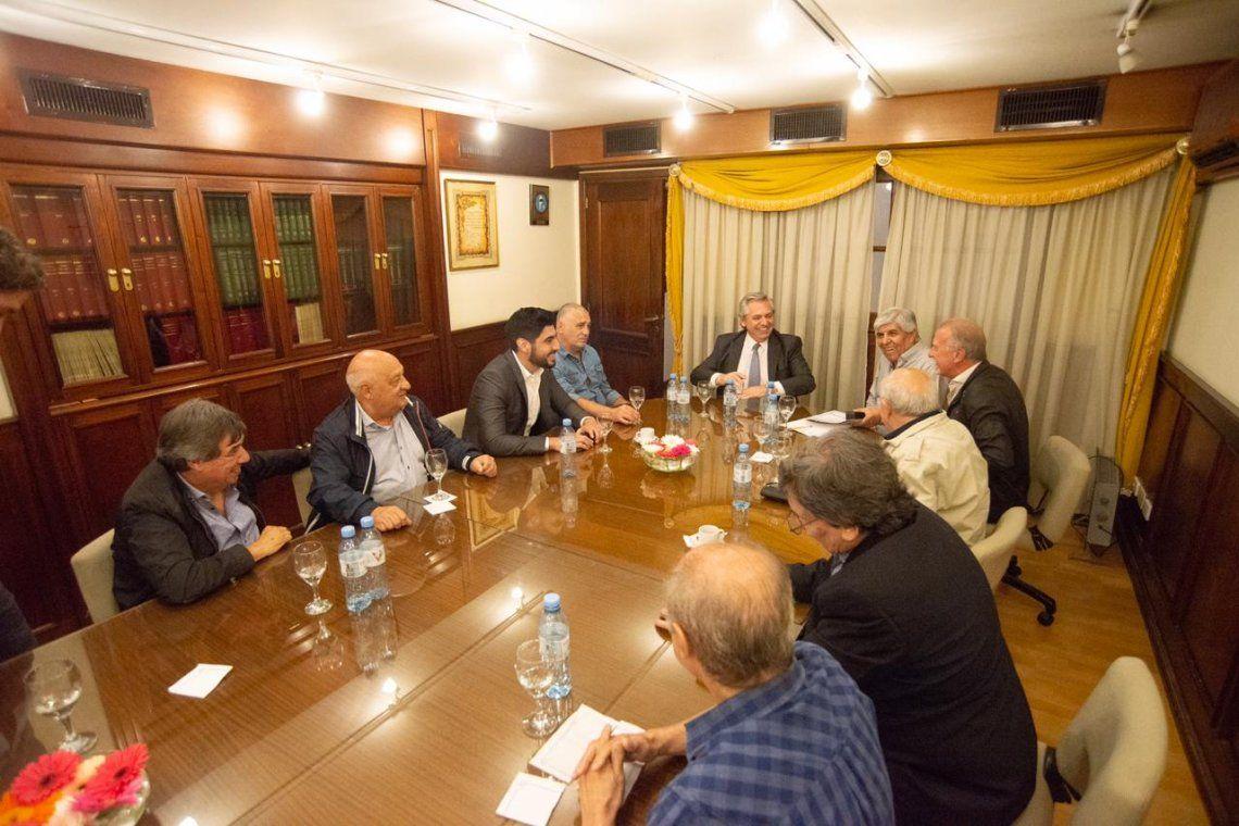 Alberto Fernández se reunió con Hugo Moyano y dijo que podrían darse reformas laborales por sectores