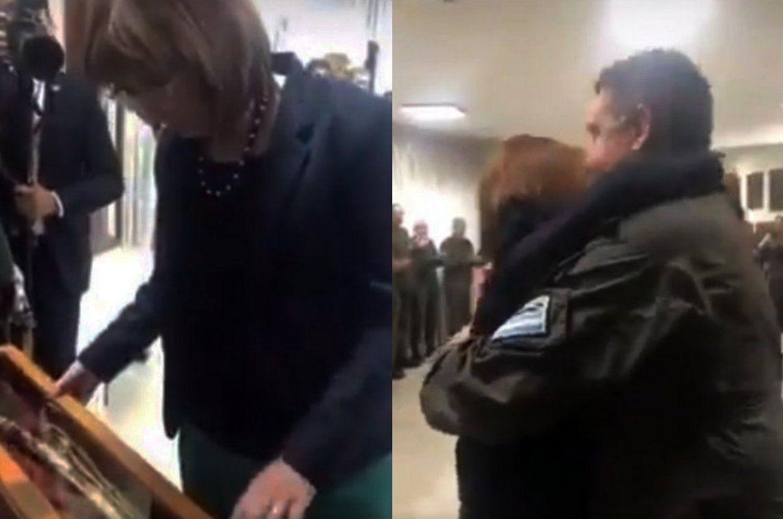 Gendarmería le regaló un sable a Patricia Bullrich con la frase: No voy a tirar ningún gendarme por la ventana