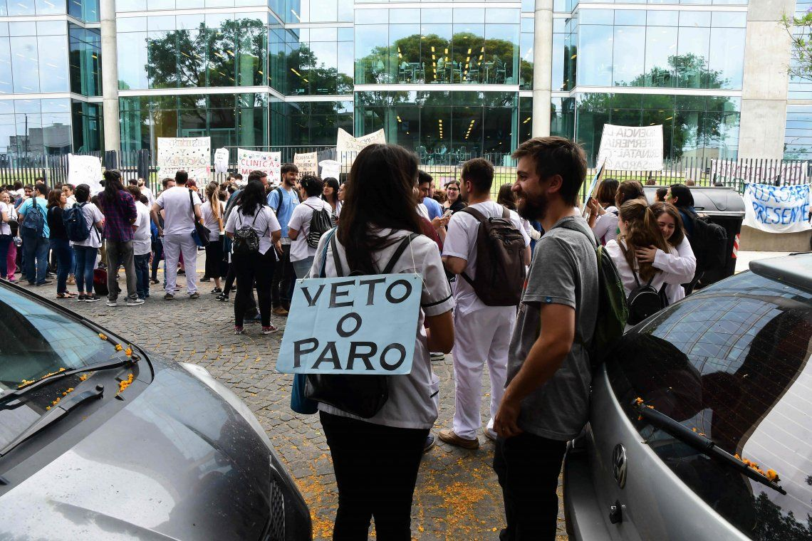 Tras los paros y movilizaciones, la Legislatura porteña suspendió la Ley de Residentes