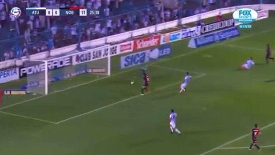 De no creer: Albertengo erró un gol insólito y vino el gol rival