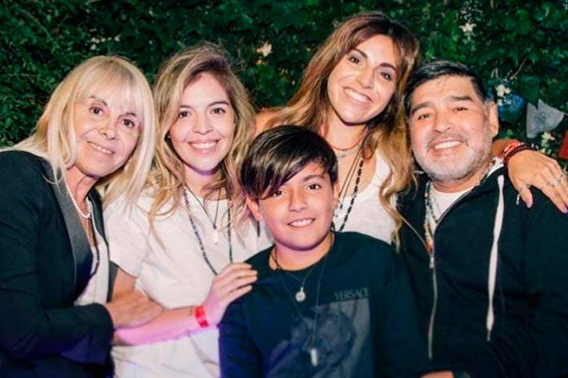 El impensado encuentro de Diego Maradona y Claudia Villafañe en un evento de Gianinna