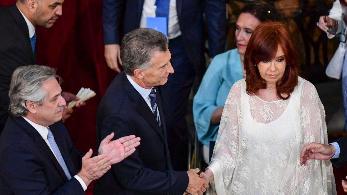 Video: el tibio saludo de Cristina Kirchner y Mauricio Macri
