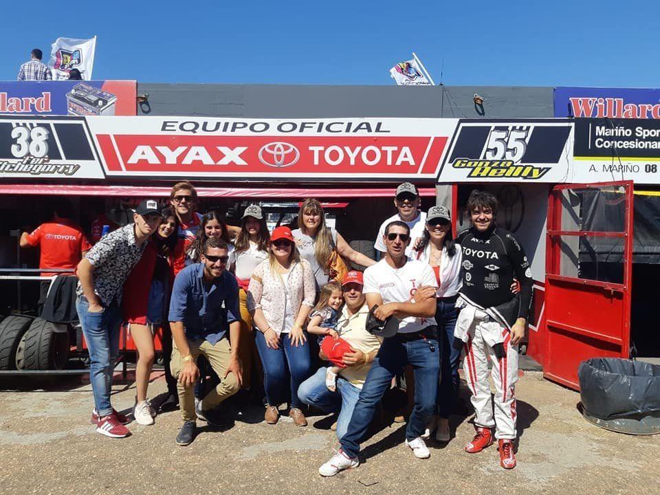 El campeón y sus festejos con los fanáticos que lo acompañaron en El Pinar