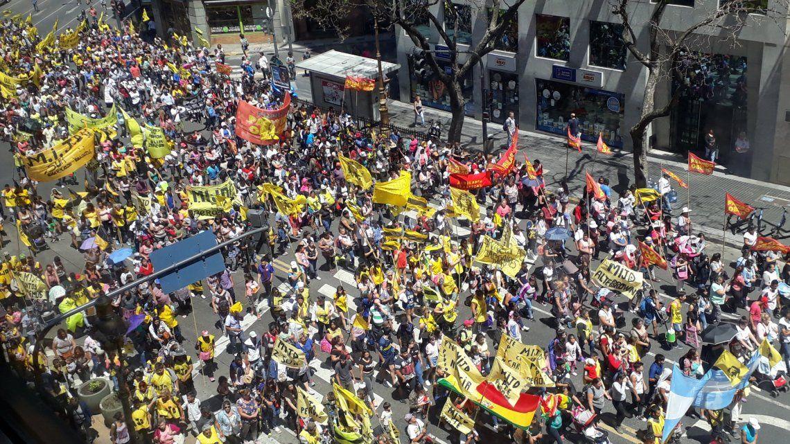 Protesta piquetera con Raúl Castells en la avenida 9 de Julio