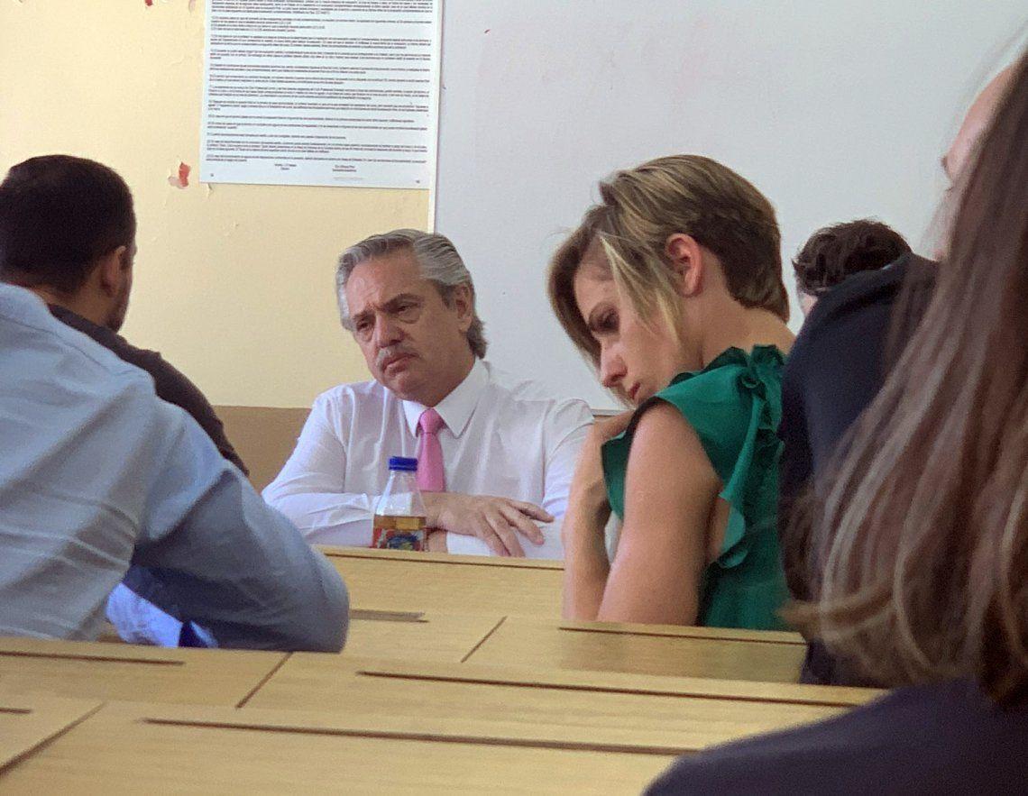 El presidente Alberto Fernández toma examen a sus alumnos en la Facultad de Derecho de la UBA