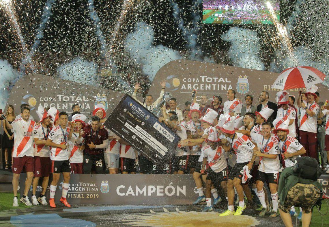 River goleó a Central Córdoba (SE) y se consagró en la Copa Argentina