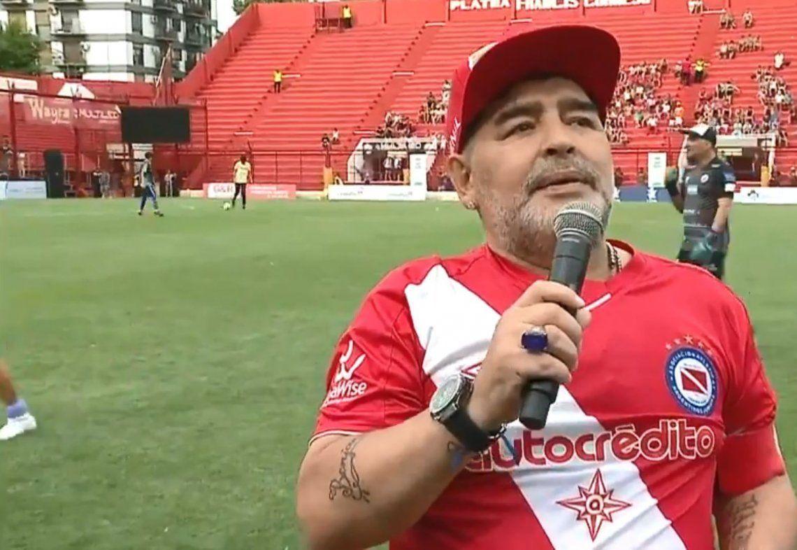 Diego Maradona volvió a Argentinos Juniors y se emocionó: Estar acá es como volver a la casa de mamá