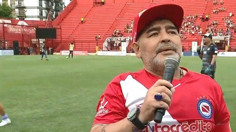 Maradona volvió a Argentinos: Estar acá es como volver a la casa de mamá