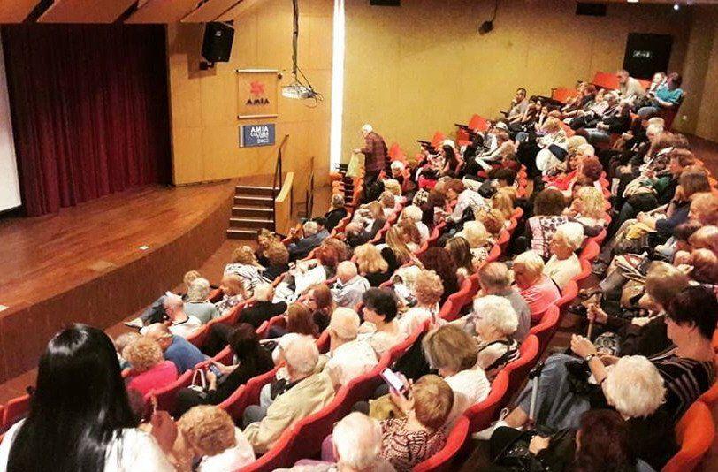 Vejeces fue estrenado en el auditorio de la AMIA.