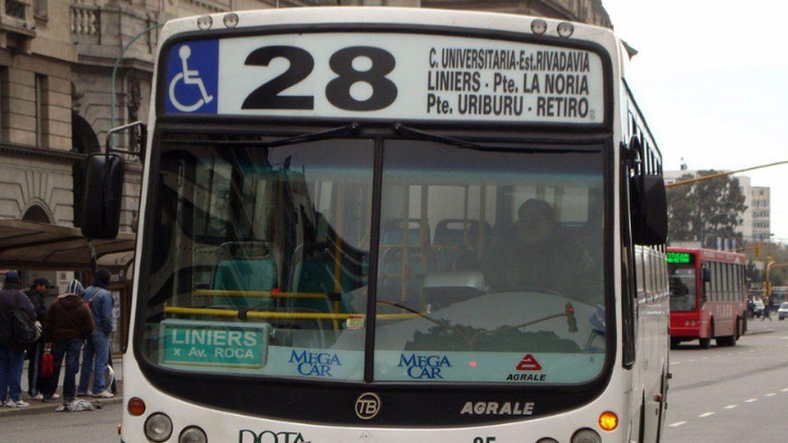Paro de más de 50 líneas de colectivos: levantaron el corte en Puente Pueyrredón