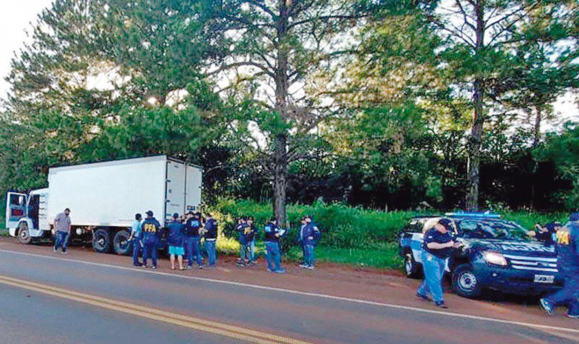 La Policía Federal detuvo a cinco personas e incautó 12 toneladas de mercadería.