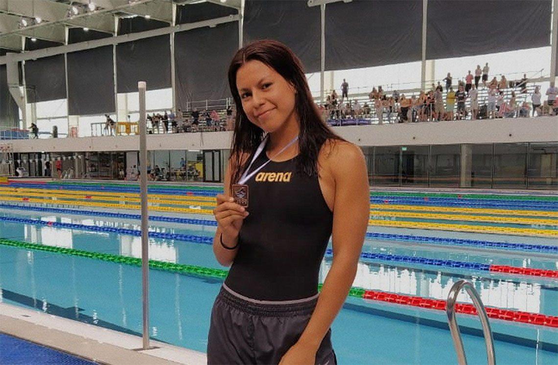 Maira Meza se subió al podio en la carrera de los 50 metros libres.