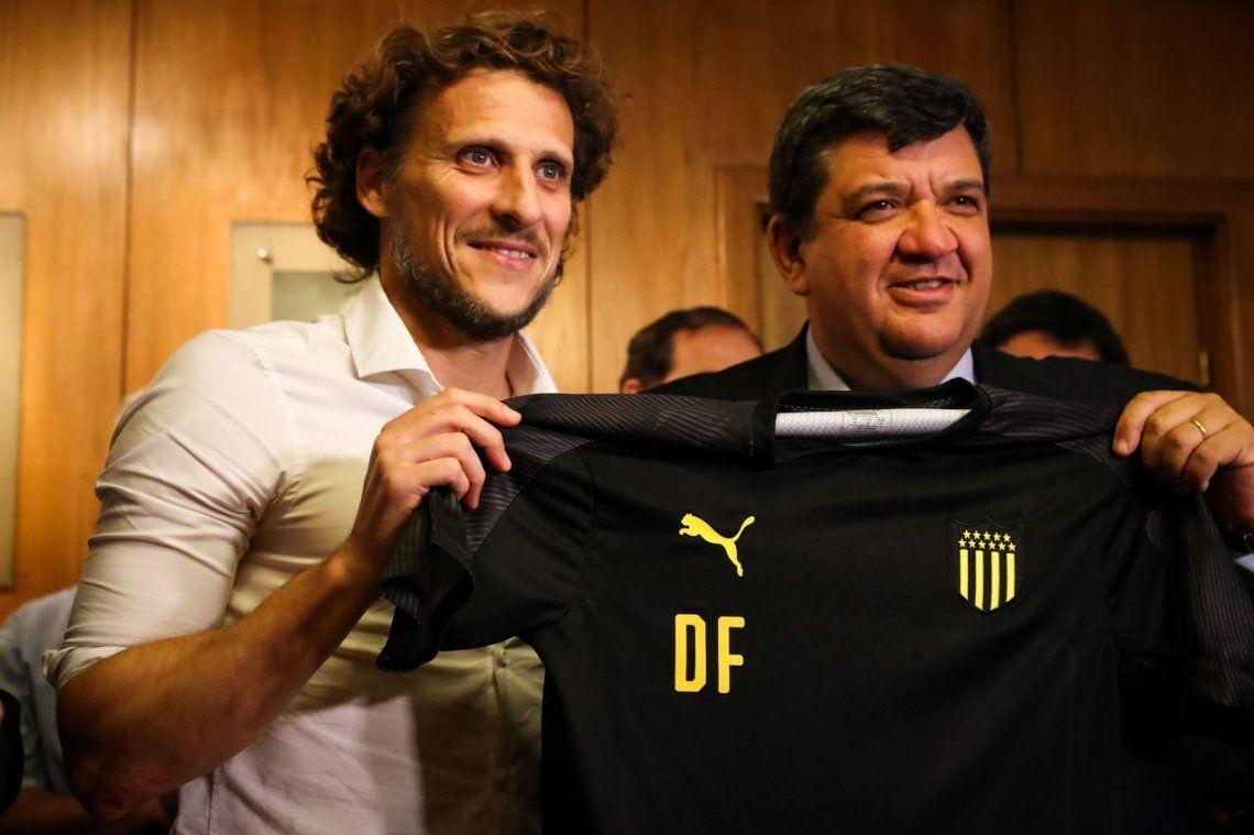 Diego Forlán es el nuevo entrenador de Peñarol de Montevideo