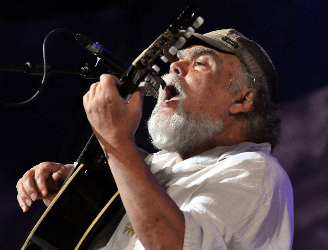 Los temas de Amor los cantaron desde Mercedes Sosa a Larralde y Cabral.