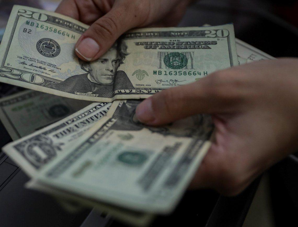 El dólar oficial cerró a $ 69,46 y el contado con liquidación a $118,48