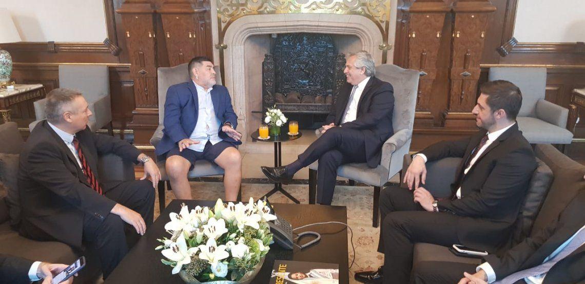 En la reunión con el presidente además estuvieron los abogados de Maradona y los Ministros de Economía y del Interior. Sus asesores seguirán trabajando con Morla para tratar de concretar los pedidos de Diego.
