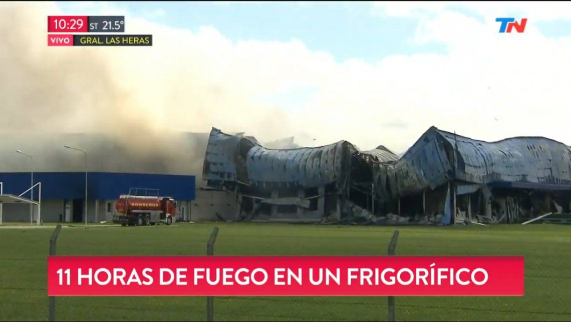 Impresionante incendio en una importante fábrica de General Las Heras