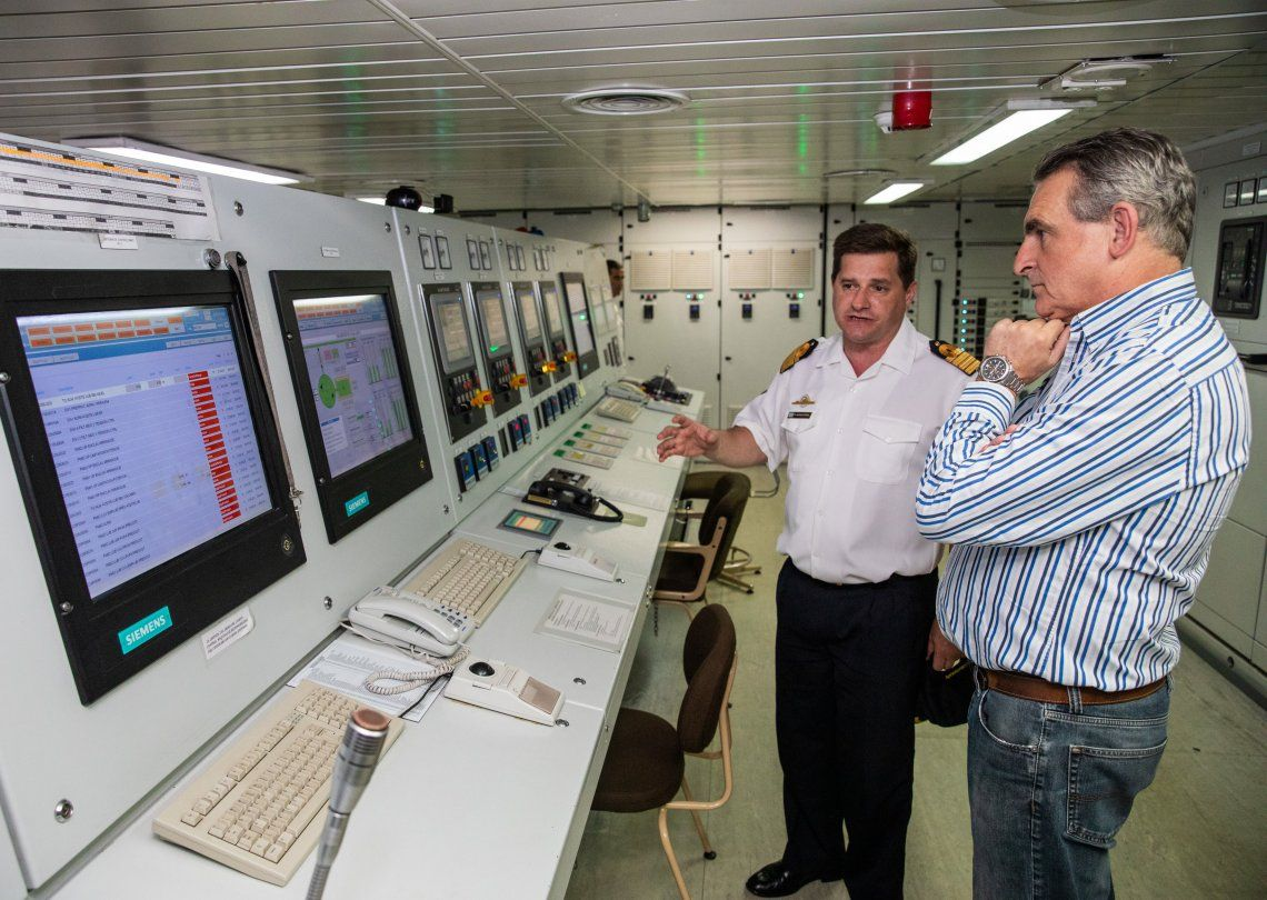 El ministro Rossi navegó en el rompehielos Irízar y destacó el compromiso de su tripulación.