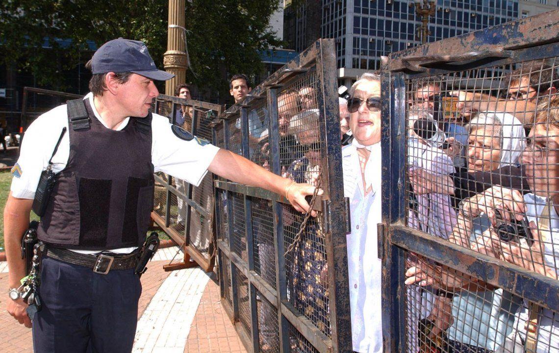 Represión a las Madres de Plaza de Mayo en 2001: Bonadio sobreseyó a los cinco policías acusados
