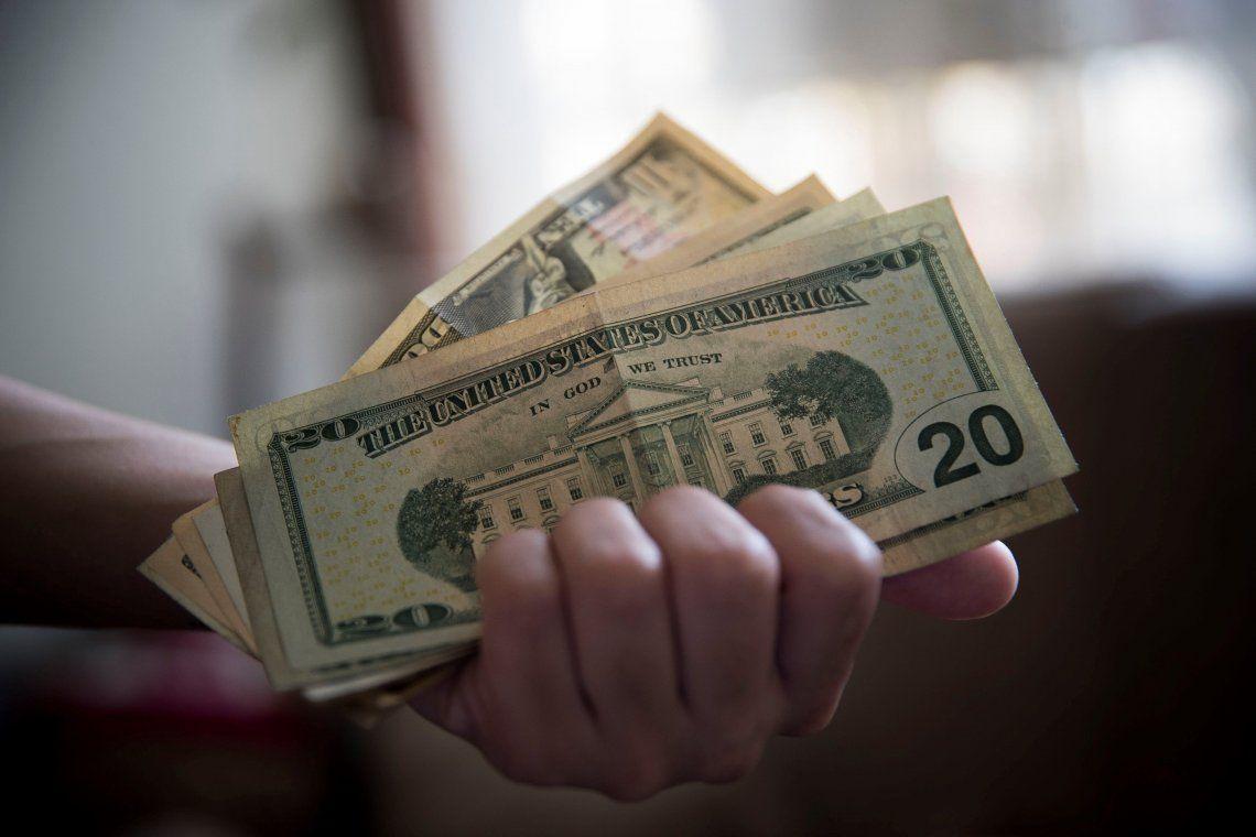 El dólar blue se mantiene en $78 y el solidario se fue a $82,50