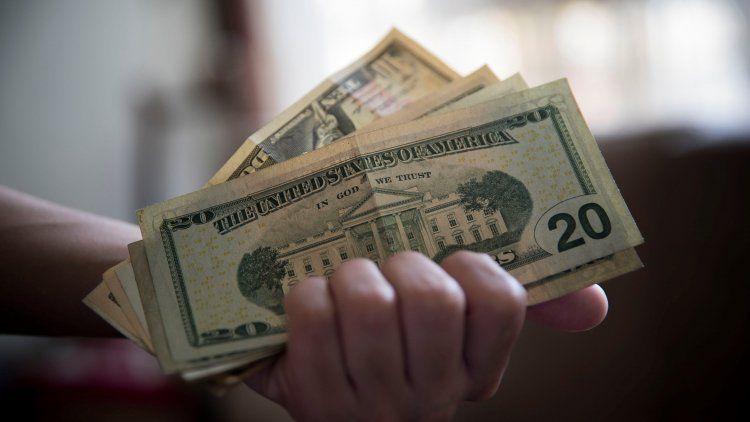 El dólar cerró estable a $67,07 y en la semana avanza 0,34%