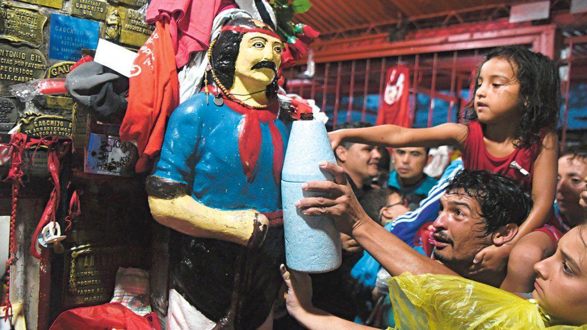 Miles de fieles veneran en su día al Gauchito Gil